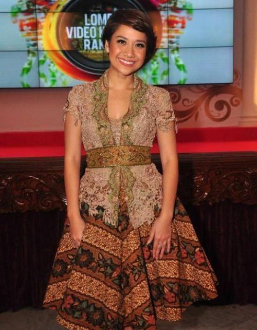 Model Kebaya Modern Kombinasi Batik