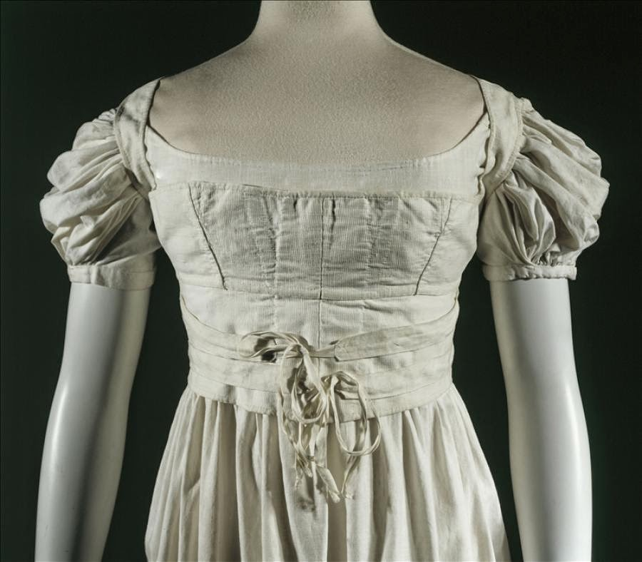 http://www.palaisgalliera.paris.fr/fr/oeuvre/corselet