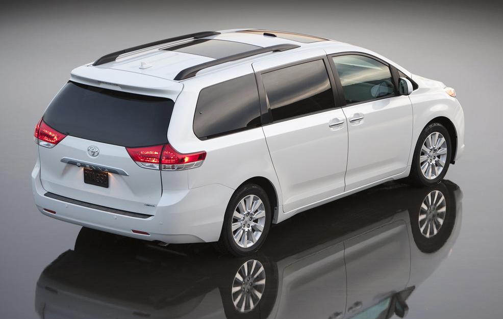2011 Toyota Sienna white