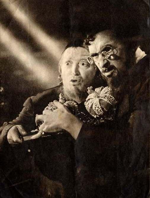 jud suss مشاهدة الفيديو d'après wikipedia : jud süß est un film de propagande nazie tourné en 1940 par veit harlan sous la supervision de joseph goebbels dans les studios de babelsberg ce film constitue une des rares incursions du cinéma nazi dans un vrai discours de propagande raciale.