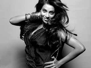 bipasha basu hair stylish photo