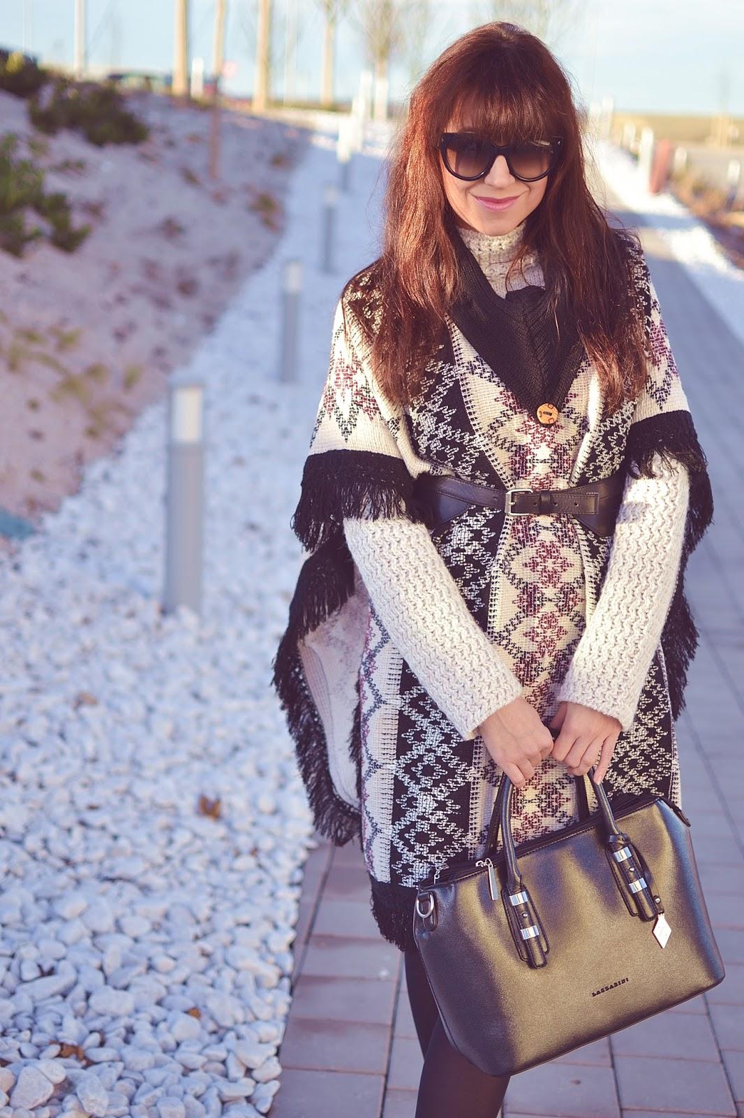 Vyskúšaj to_Katharine-fashion is beautiful_Pončo_Kožená sukňa_Katarína Jakubčová_Fashion blogger