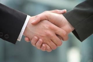 5 Tips Berjabatan Tangan Yang Sangat Efektif
