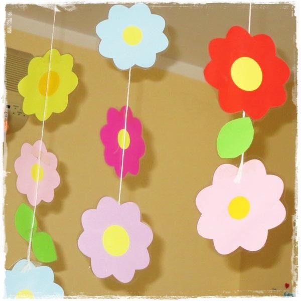 Studiamando liberamente decorazioni primaverili una pioggia di fiori colorati - Decorazioni primaverili per finestre ...