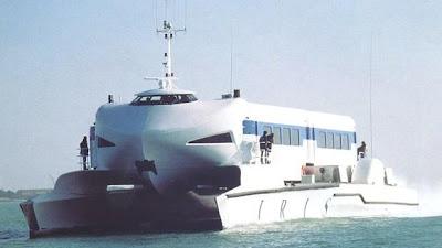 Kapal Cepat Catamaran Berpendorong Water Jet
