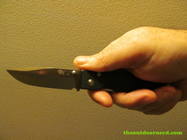 Sanrenmu 704 Folding Pocket Knife: In medium sized hands