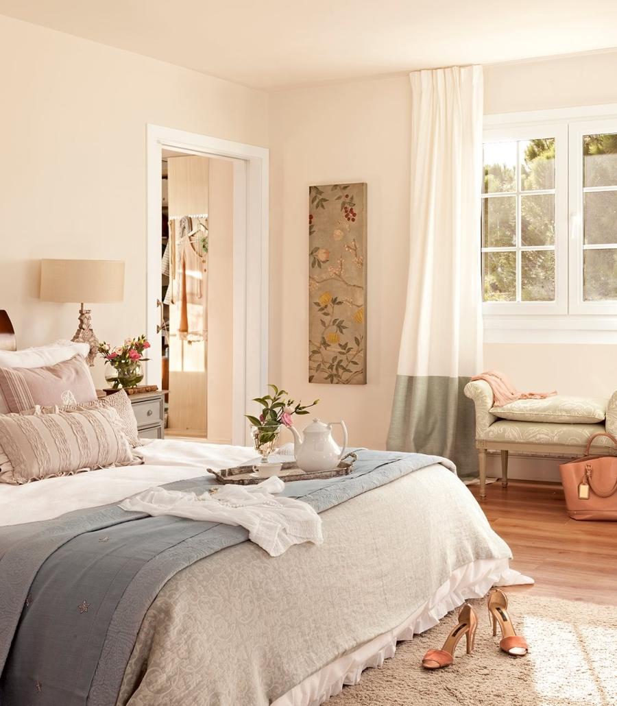 wystrój wnętrz, wnętrza, urządzanie mieszkania, dom, home decor, dekoracje, aranżacje, styl klasyczny, classic style, beże, beige, antyki, antiques, antyczne meble, antique furniture, salon, living room, styl romantyczny, romantic style, sypialnia, bedroom