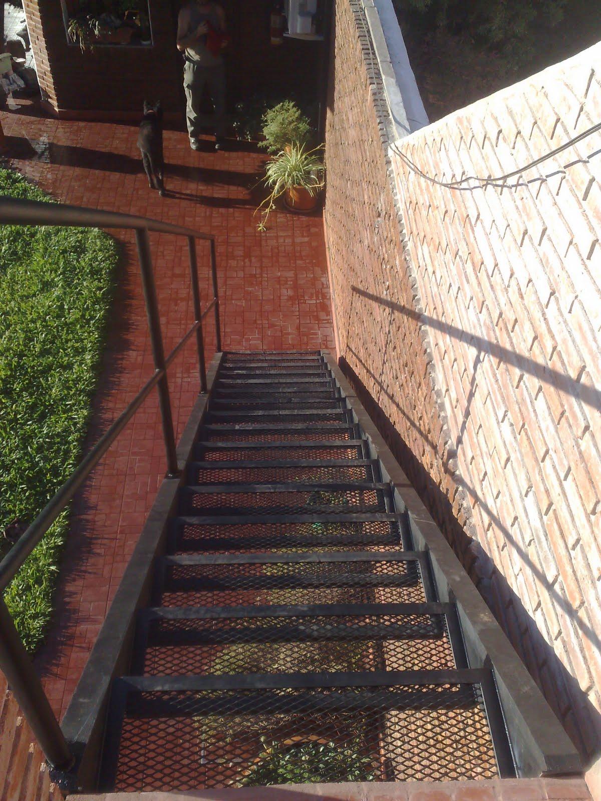 Nuevos proyectos escaleras de hierro y material desplegado for Escaleras de material