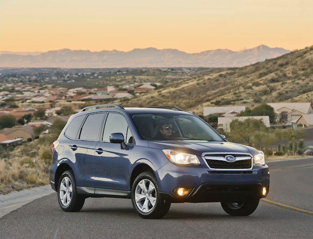 Front 3/4 view of the 2014 Subaru Forester