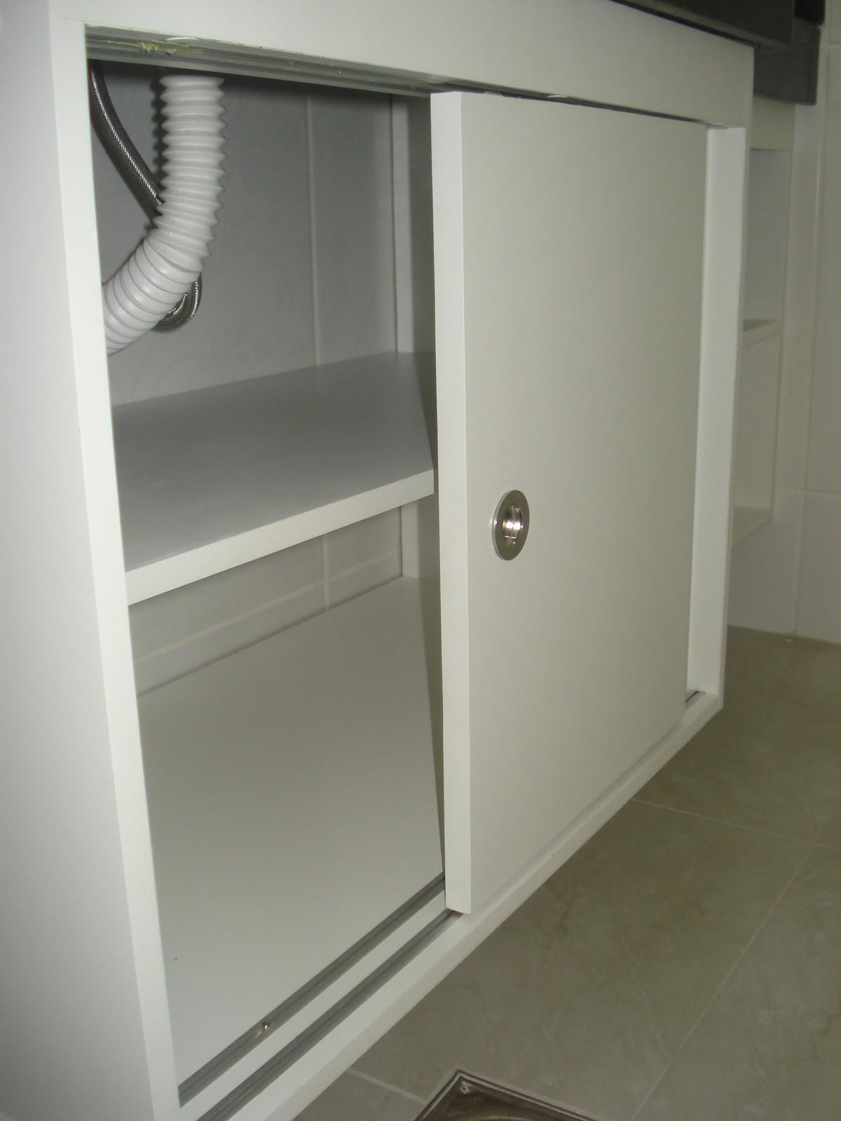Planejados: Armário de Banheiro Branco com Portas de Correr #58533B 1200 1600