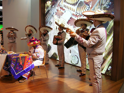 Mariachis en stand México, Fitur, round the world, La vuelta al mundo de Asun y Ricardo, mundoporlibre.com