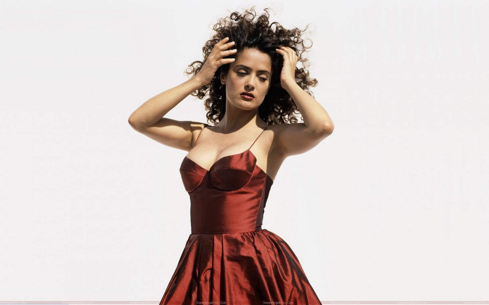 http://2.bp.blogspot.com/-2bactwMPgJA/TbBOX9nY-TI/AAAAAAAAG18/u6k7CZ4PgOg/s1600/salma_hayek_hot_wallpaper_in_curly_hair.jpg
