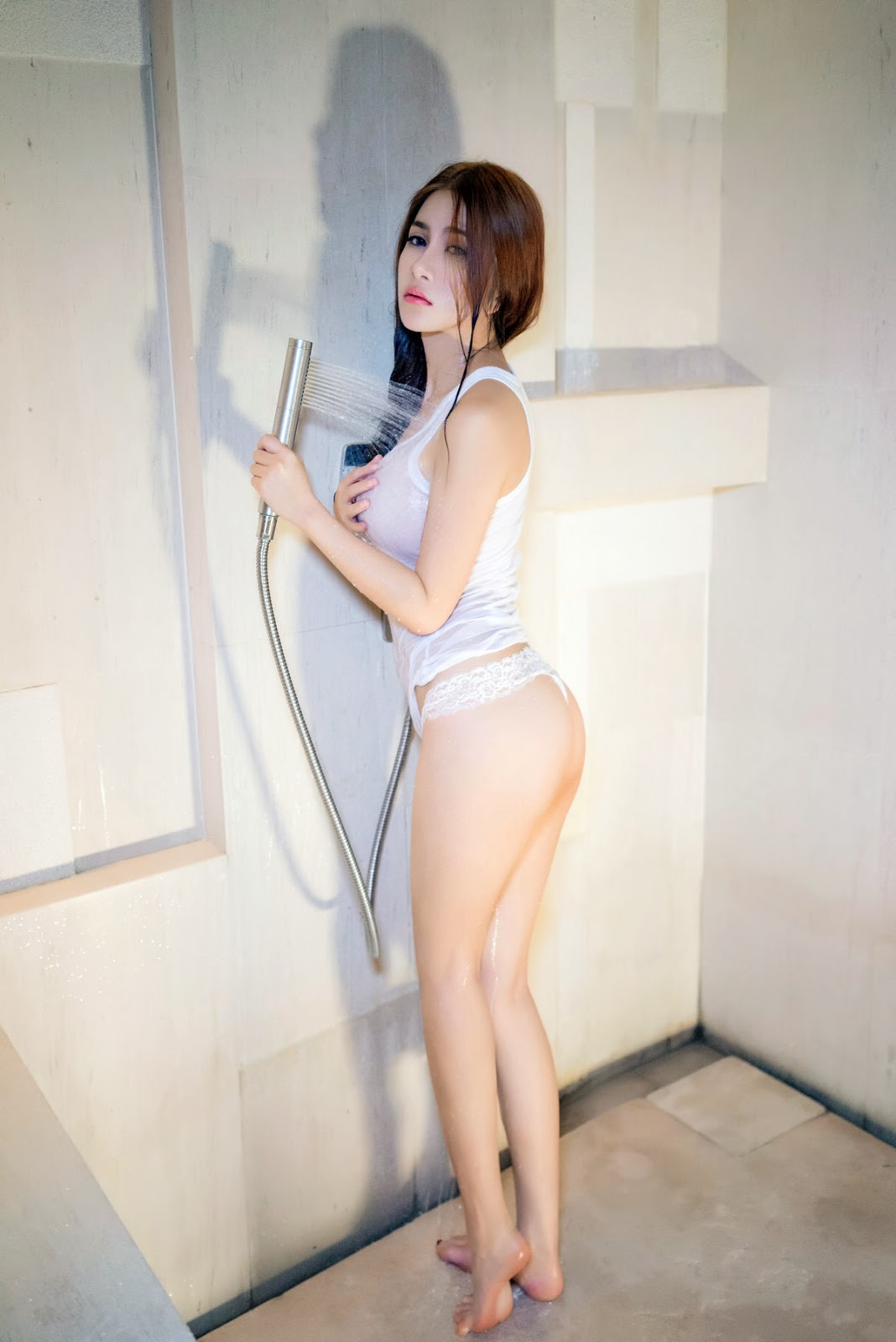 naked squat asian girls from behind