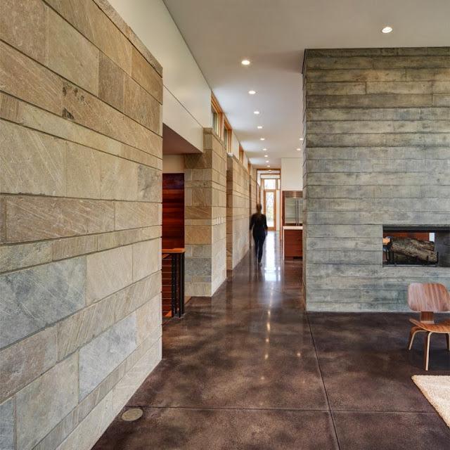 Betonboden - spiegelnder Bodenbelag im Mid-Century Design