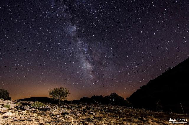 Estrellas y via láctea en Valdepeñas de Jaén, Sierra Sur de Jaén. Reserva Starlight.
