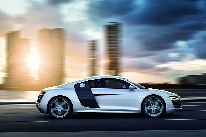 2013-audi-r8-facelift-white_1