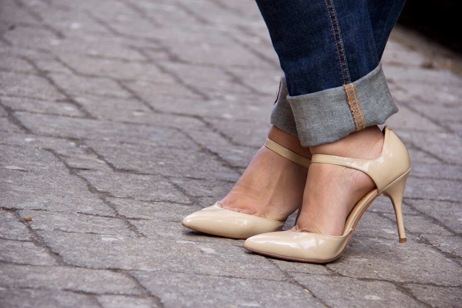 Spring-Outfit-Look, Nude-Pointy-Shoes-Heels, Street-Style, Boyfriend-Jeans