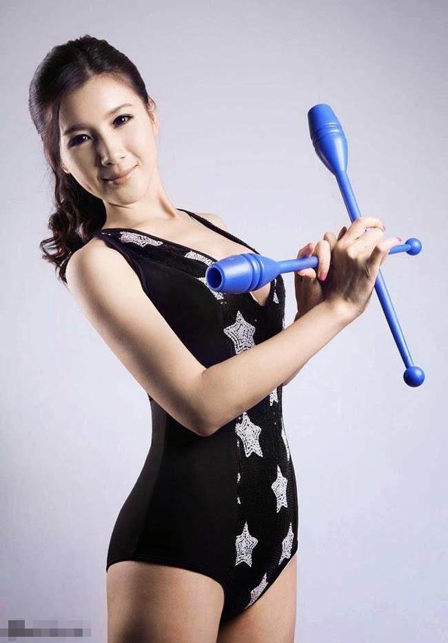 Chân dài mặc bikini nung nóng Olympic