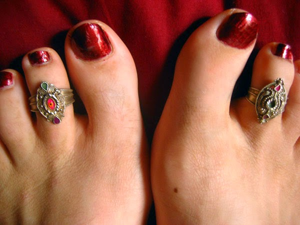 Why indian woman wear toe ring