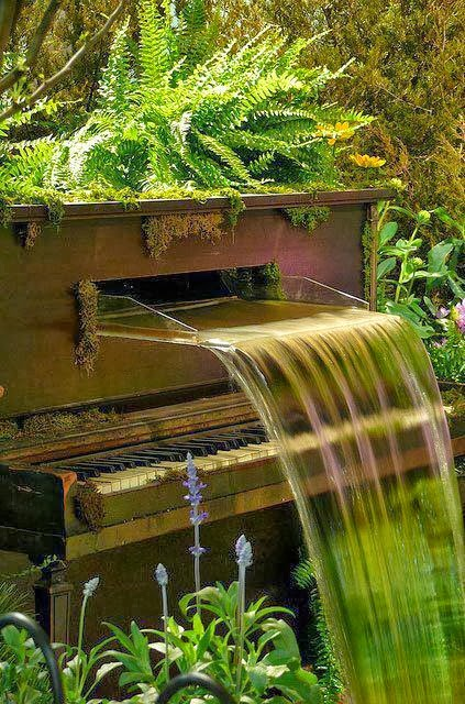 Old Piano Fountain