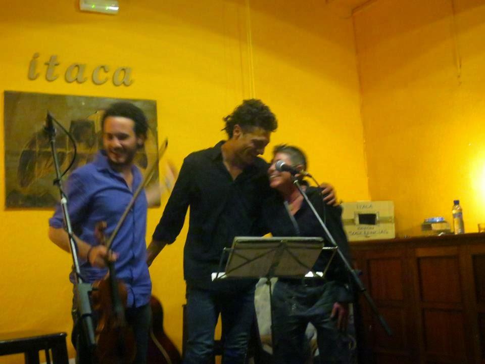 Recitando en un concierto de Helios Ruiz León.