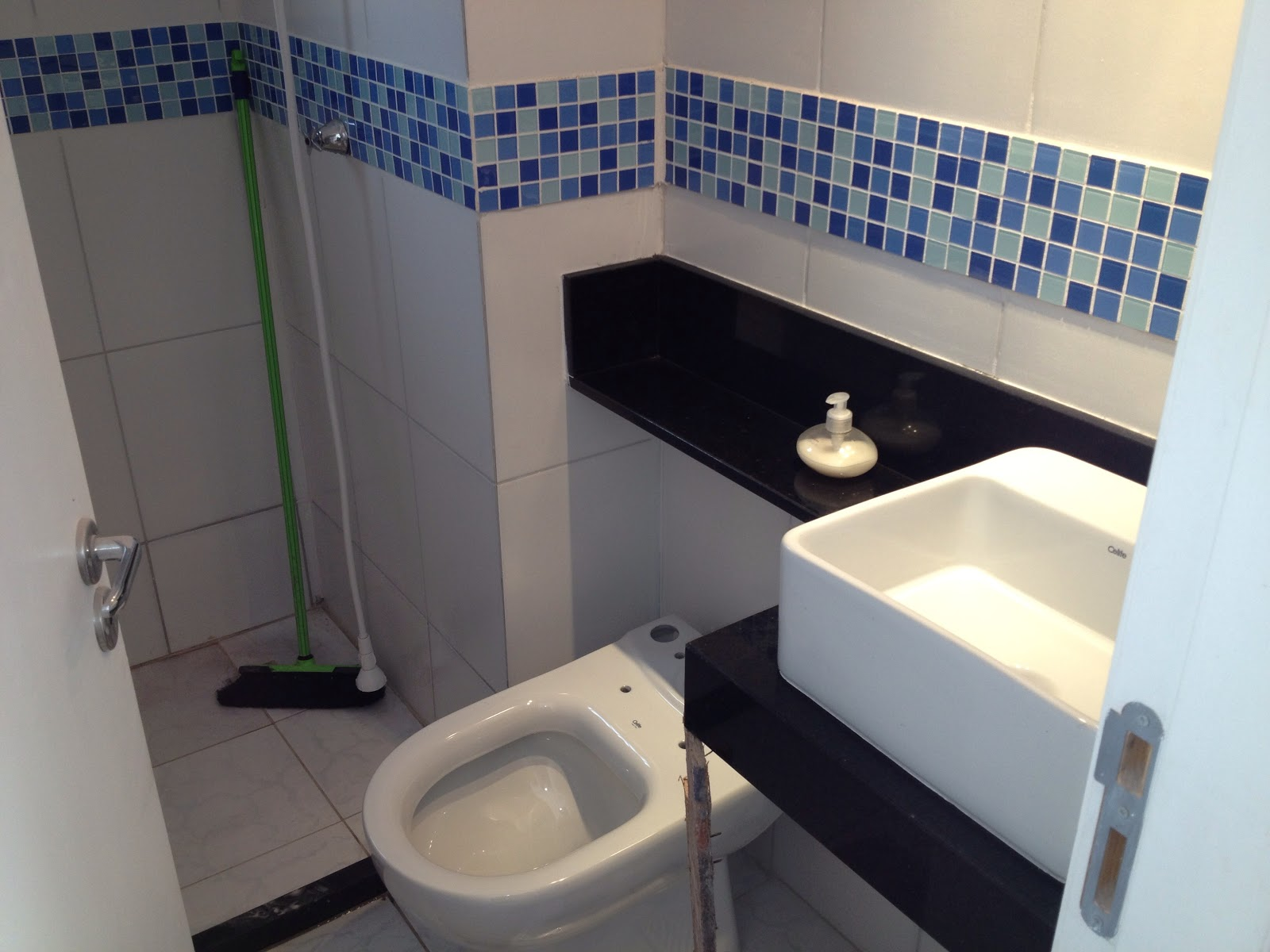 Apê da Dinha e do Alê Novembro 2012 -> Armario De Banheiro Com Pia Ferreira Costa