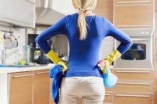 Membersihkan Dapur