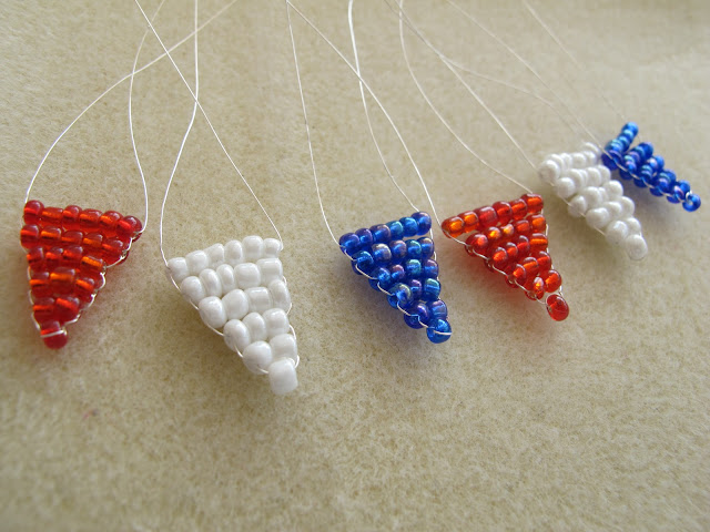 how to make seed bead flags