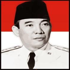 Foto Bung Karno Berlatar Belakang Bendera Merah Putih Indonesia