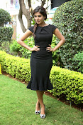 Samantha latest photos in black-thumbnail-8