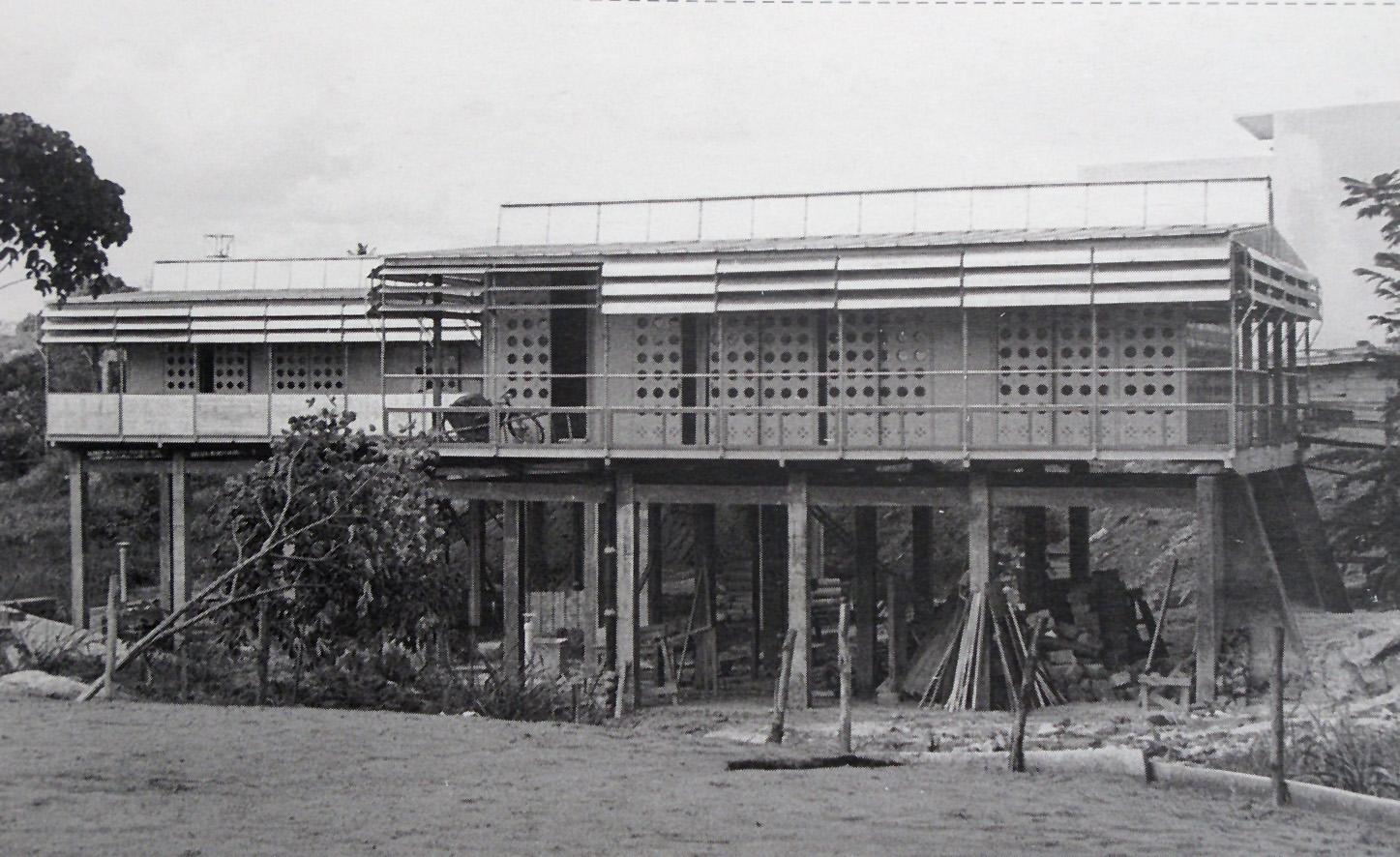 F tima garrido carrero maison tropicale jean prouv 1951 - Maison tropicale prouve ...
