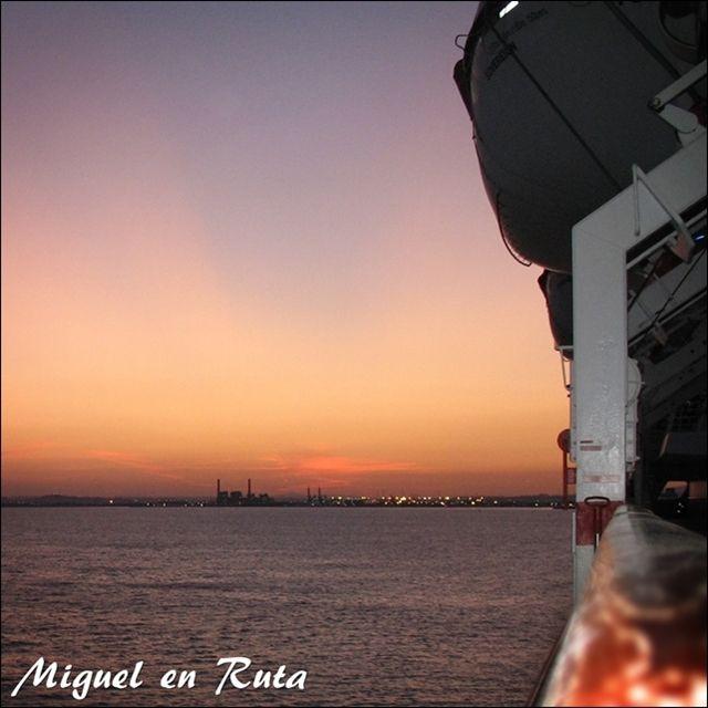 Crucero-puesta-de-sol