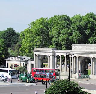 red bus, Aspley House, Hyde Park, London, Duke of Wellington, visit