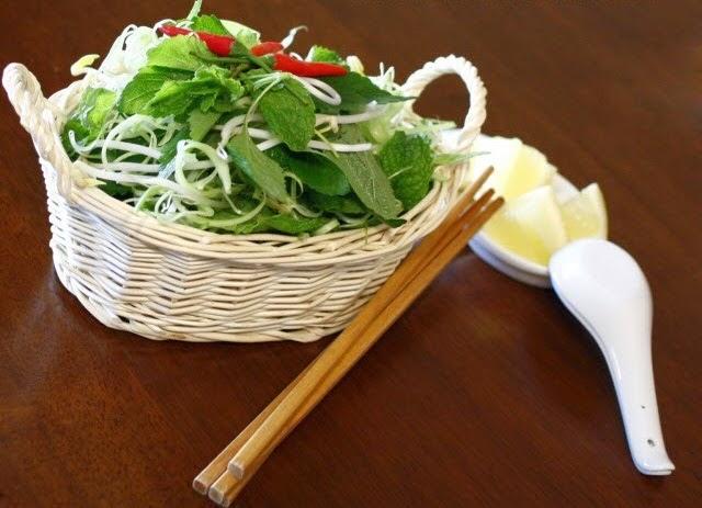 Vietnamese Snail Noodle Soup (Bún Ốc)1