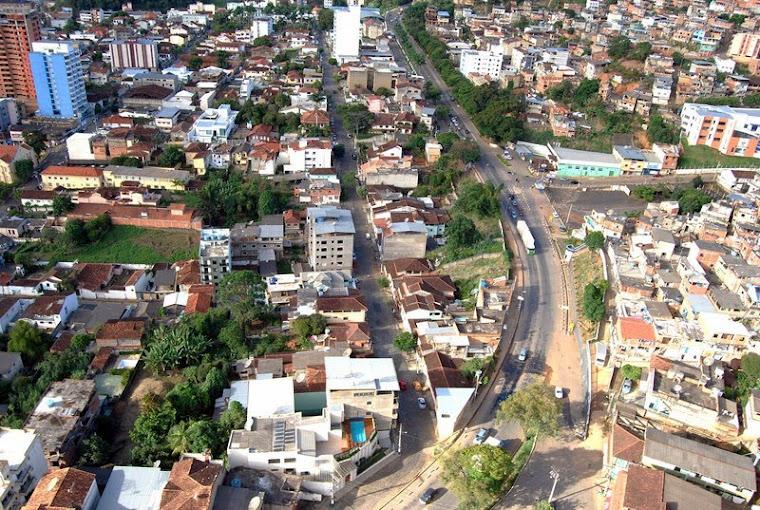 MANHUAÇU TURISMO - CENTRO DA CIDADE- VISTA DA BR 262 QUE CORTA A CIDADE