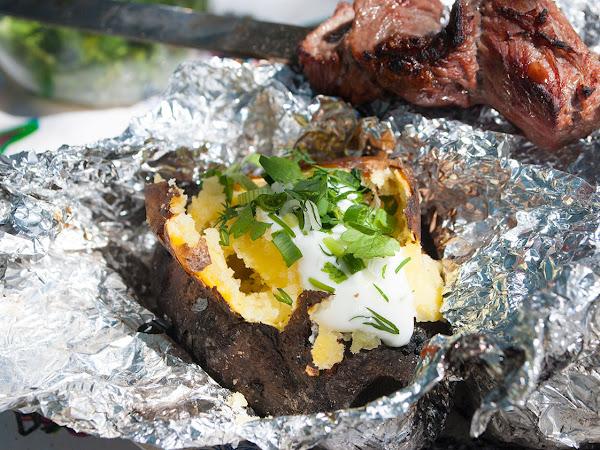 Картофель запеченный на костре