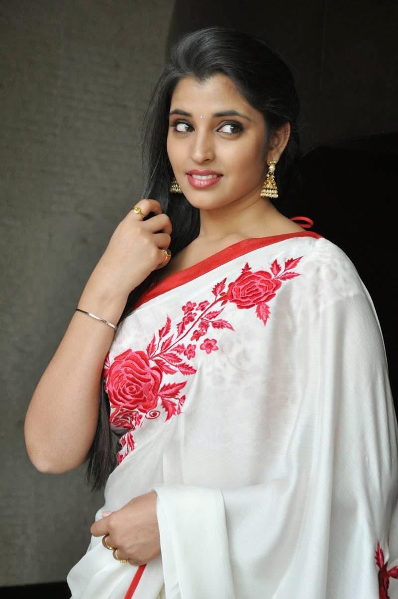 Anchor Syamala New Hot Saree HD Still
