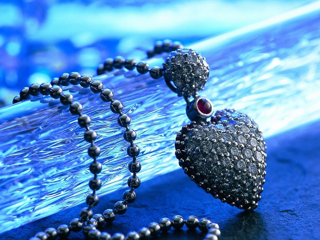 http://2.bp.blogspot.com/-2fFMF-YbIu8/TduHpeJ9gaI/AAAAAAAAABg/vxR66KtkDhw/s1600/ws_Necklace_1024x768.jpg