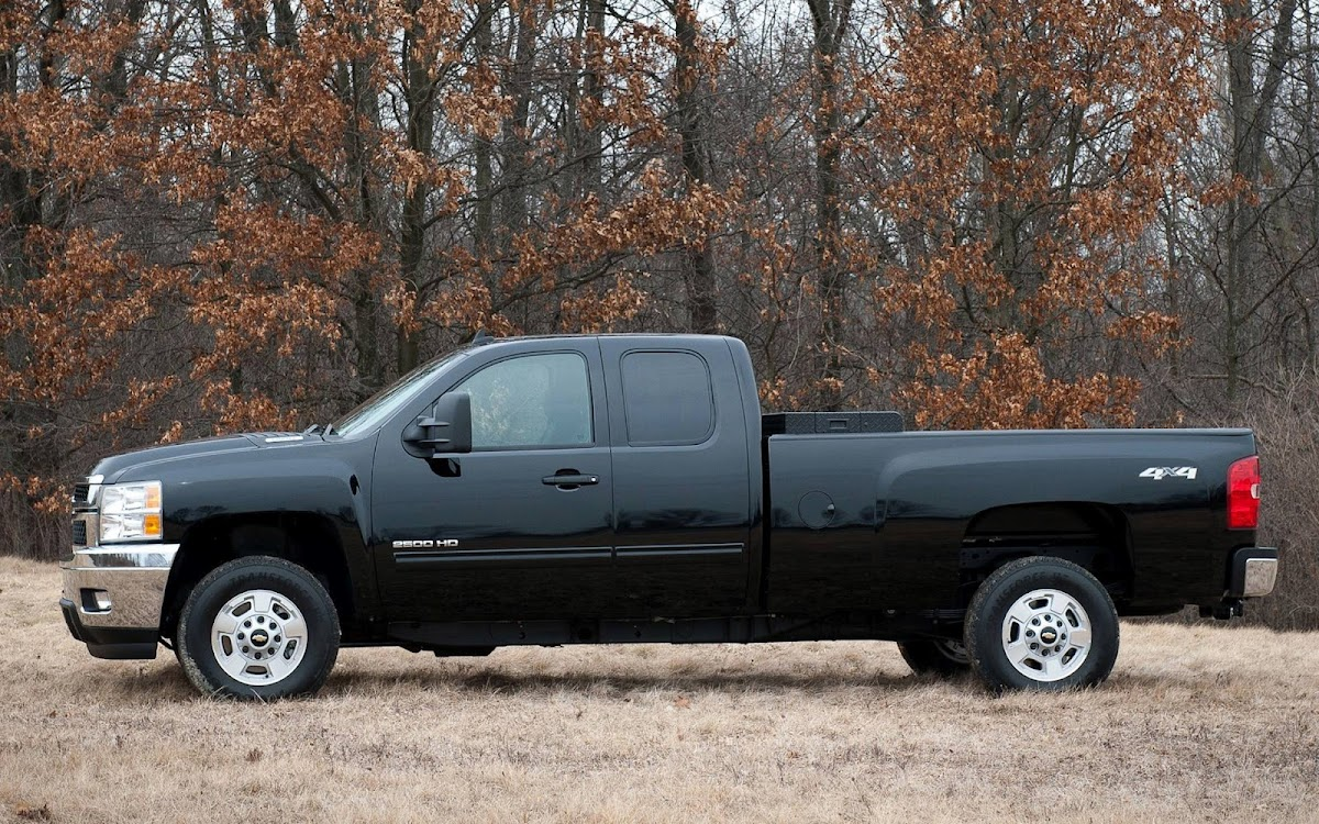 2013 Chevrolet Silverado Widescreen HD Wallpaper 2