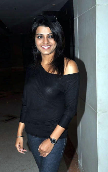 tashu kaushik looking in black dress hot images