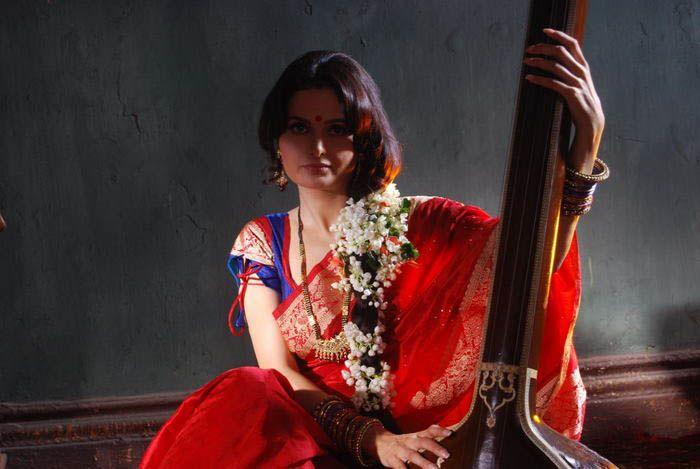 monika bedi sizzling actress pics