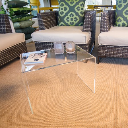 tavolino moderno in plexiglass