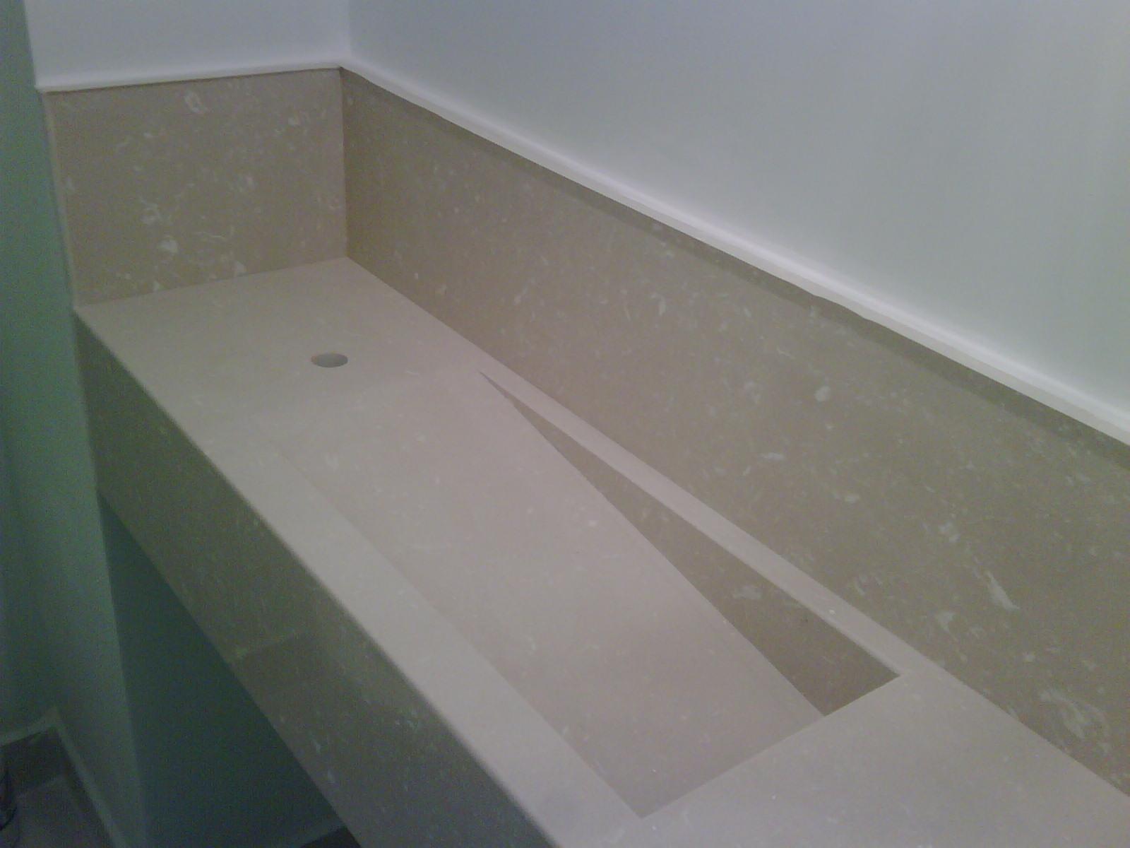 : bancada para lavabo com cuba esculpida compact stone crema prime #4A5C4D 1600x1200 Banheiro Branco Prime