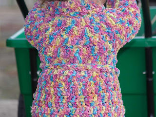"""alt=""""crochet coat, nordic wool, Ice Yarns, colorful, casaquinho em crochet, colorido"""""""