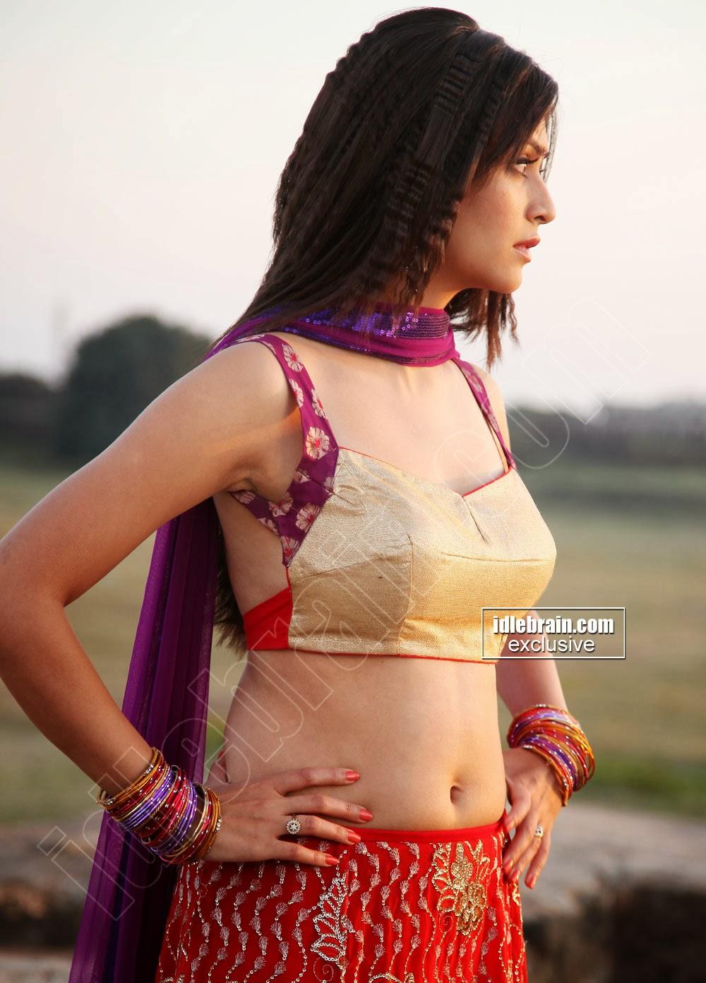 Indian Garam Masala: Kriti Kharbanda latest hot navel show ...