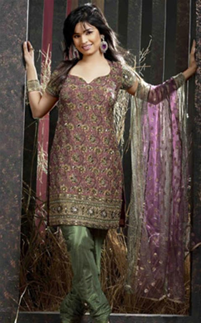 Stylish Pakistani Shalwar Kameez