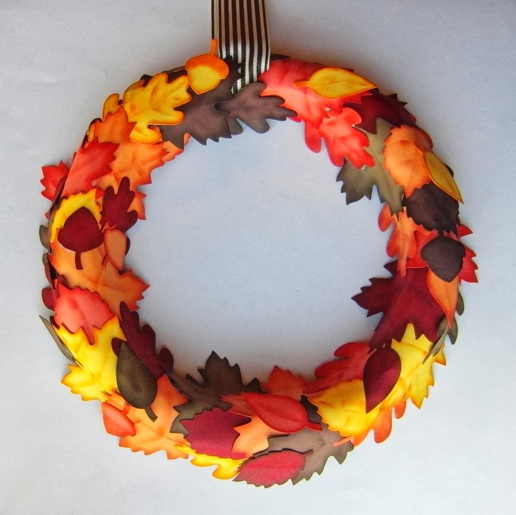 Eri\'s Kreativwerkstatt: Tür-Blätter-Kranz in herbstlichen Farben