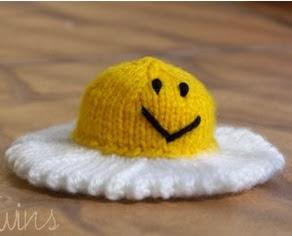http://translate.googleusercontent.com/translate_c?depth=1&hl=es&rurl=translate.google.es&sl=en&tl=es&u=http://twinsknit.blogspot.com.es/2009/06/happy-fried-egg-free-knitting-pattern.html&usg=ALkJrhjt__1PlRjdIgcBdxZts6rOxQwuHA
