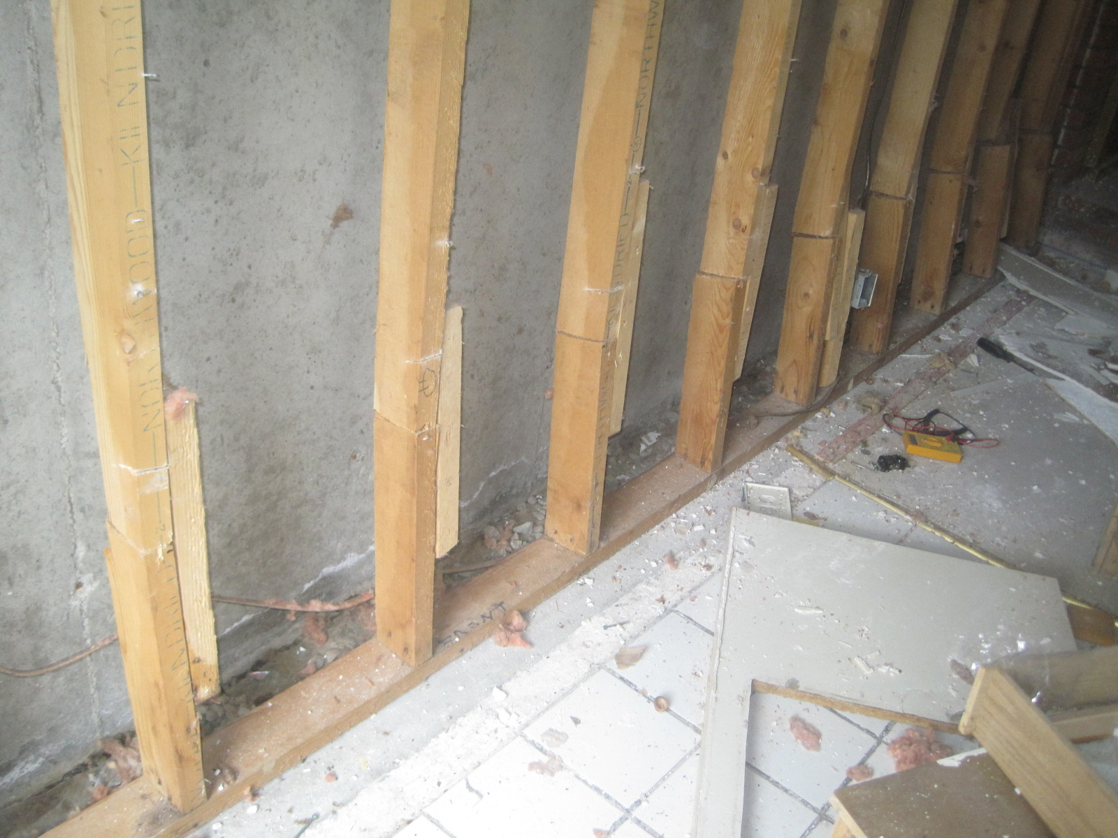 pursuit of a pretty house wiring rh pursuitofaprettyhouse blogspot com wiring a cinder block house Wire Terminal Block Connectors