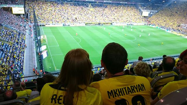 Anna und ihr Freund im BVB Stadion